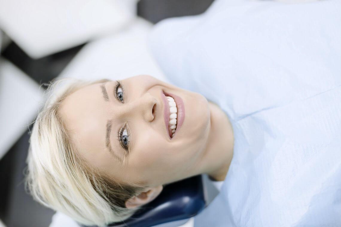 Blanqueamiento chica dentista