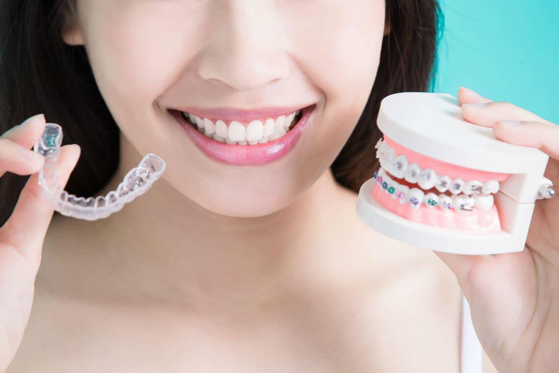 Diferencia entre brackets y ortodoncia invisible
