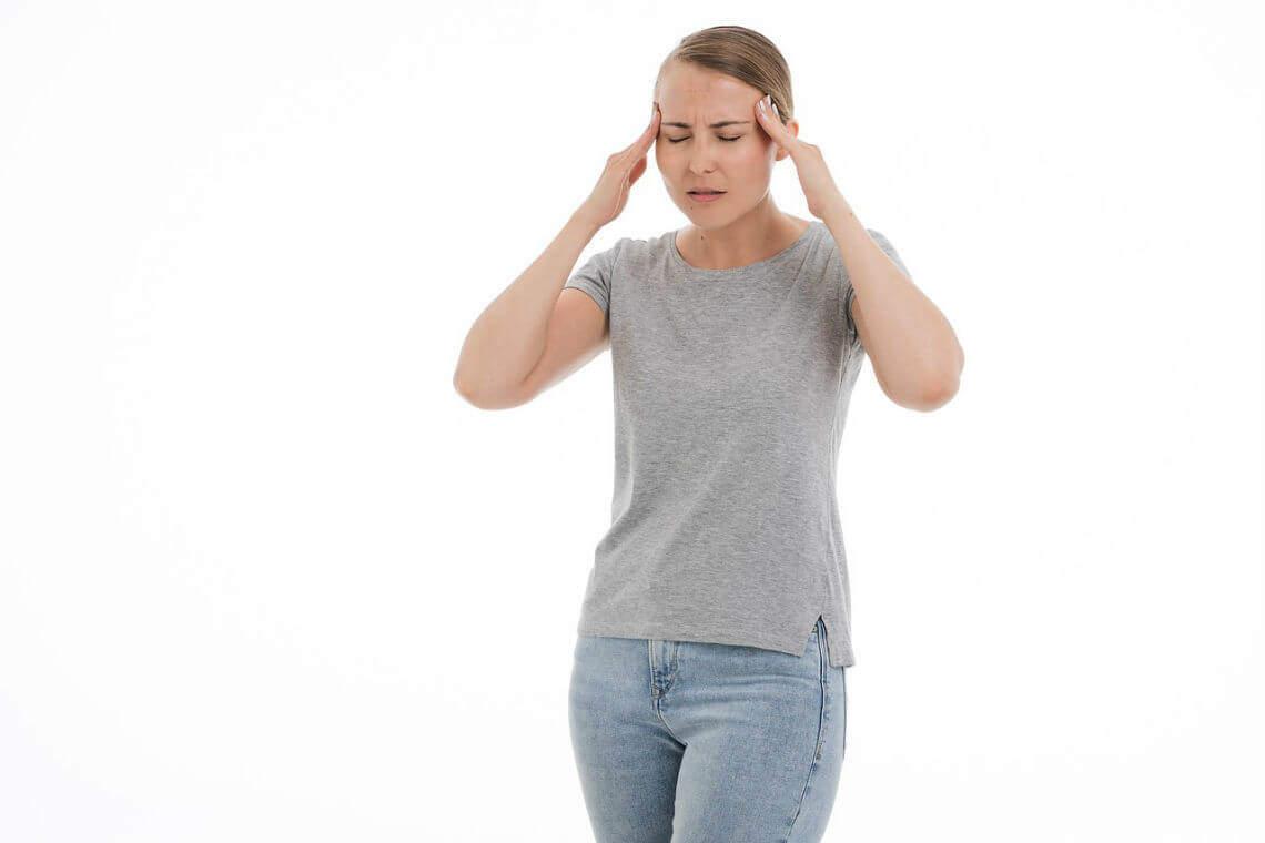 mujer con cefaleas