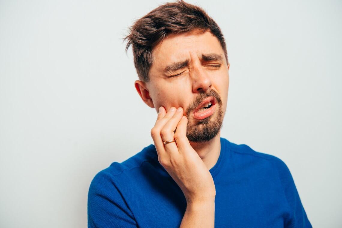 Dolor de muelas intenso odontalgia