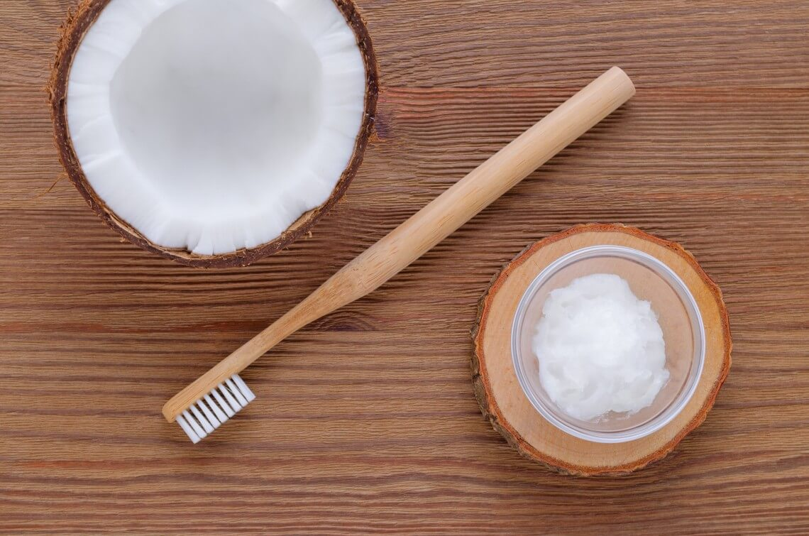Oil pulling enjuague dental aceite de coco