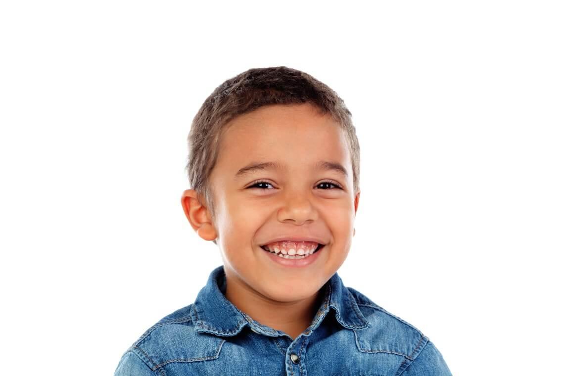 frenectomía niño frenillo labial