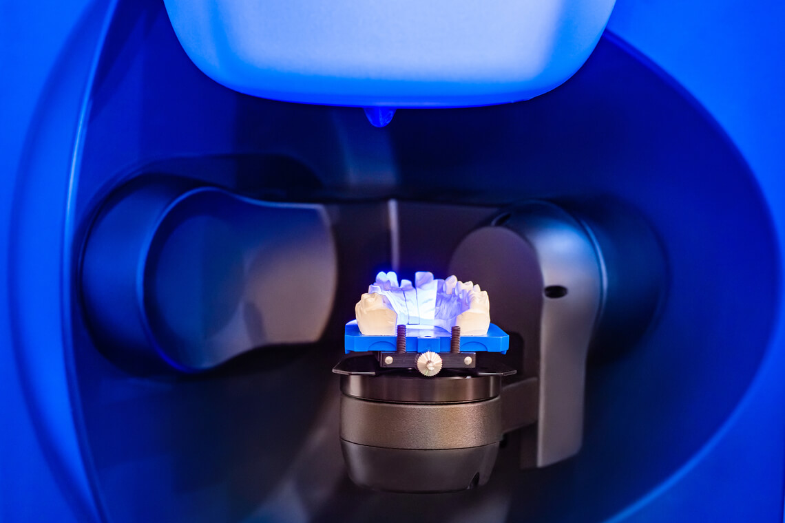 Laboratorio dental producción de coronas dentales